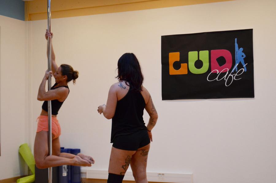 Ludi cafe cours pole dance