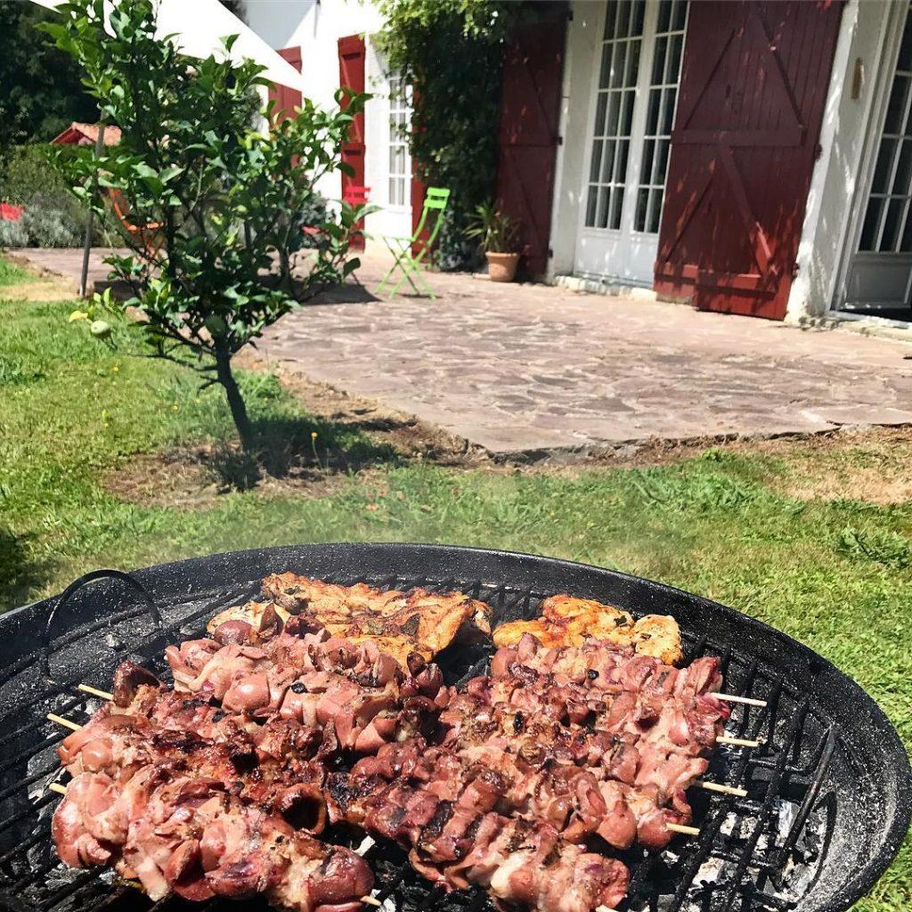 Prparation ! barbecue paysbasque famille ascain brochette euskadi euskalherria basquehellip